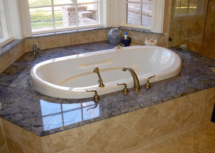 Мраморная ванна и гранитный пьедестал
