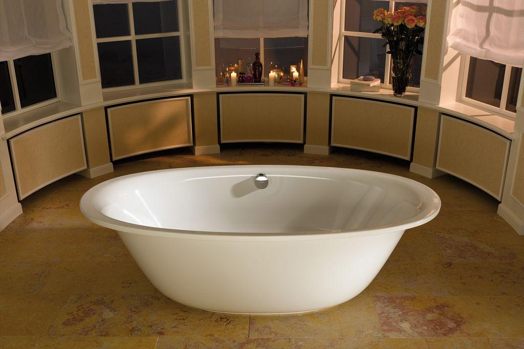 Отдельно стоящая ванна без ножек