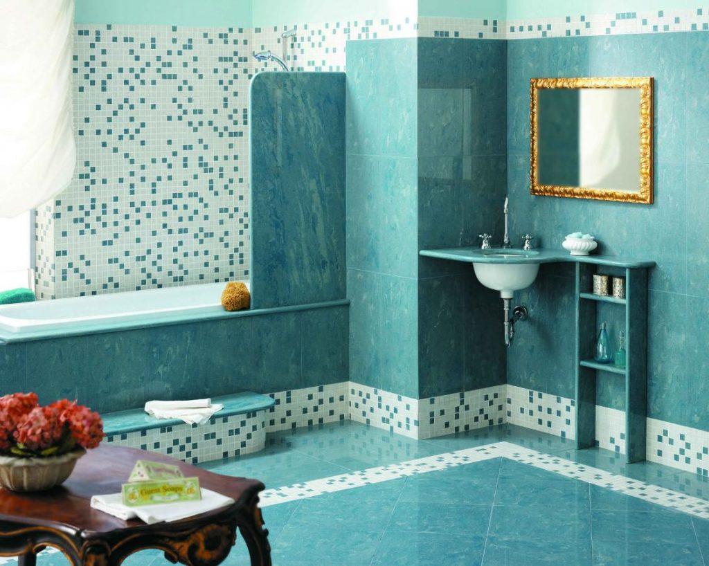 Мозаичный бордюр в ванной комнате