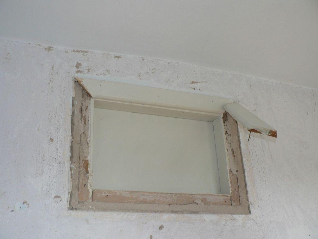 Окно из ванной в кухню
