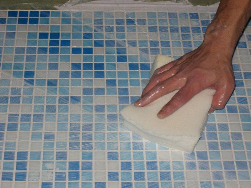 Протираем поверхности