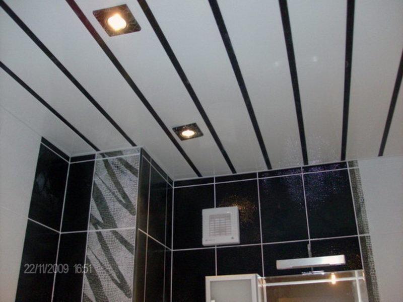 Монтаж пластиковых панелей на потолок в ванной