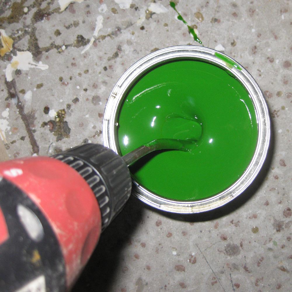 Размешивание краски дрелью