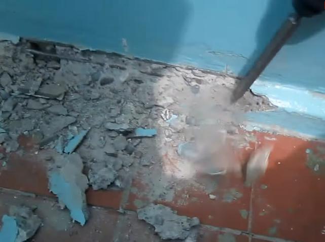 Демонтаж плинтусов бетонных