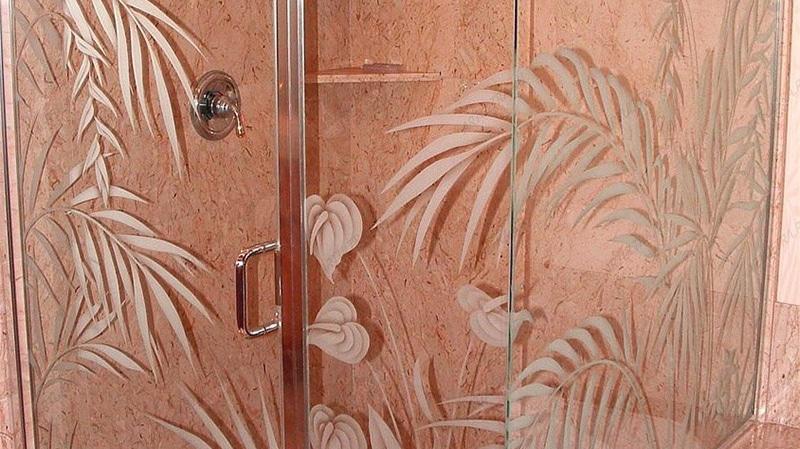 Стеклянная дверь в ванную комнату, пескоструйный узор