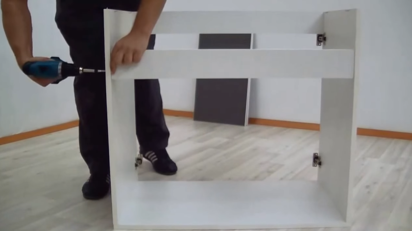 Присоединение передней доски, саморезы вкручиваются с двух сторон