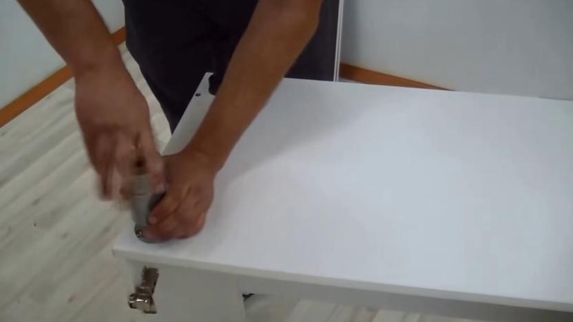 Прикручивание передних ножек