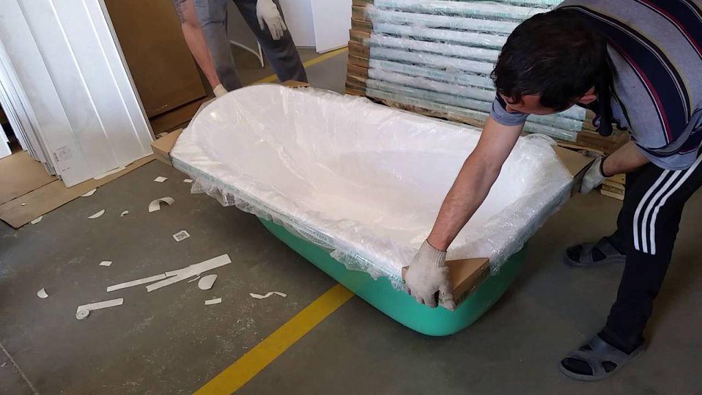 Акриловая ванна в упаковке