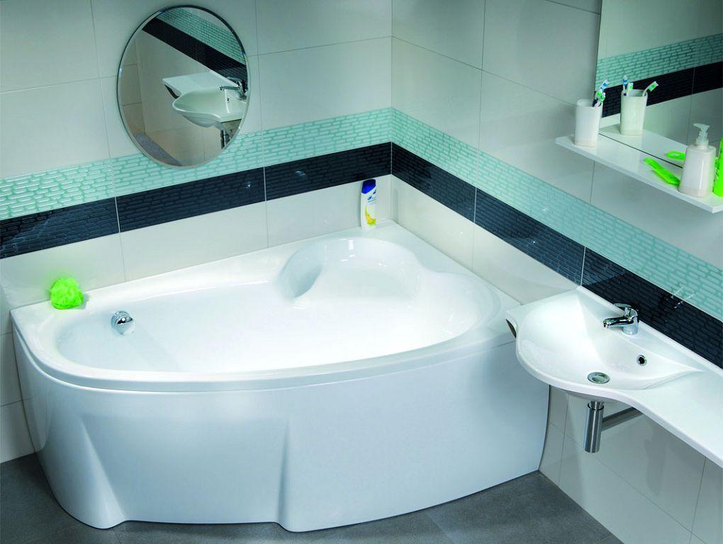 Комфортная фигурная ванна, ножки скрыты за декоративным экраном
