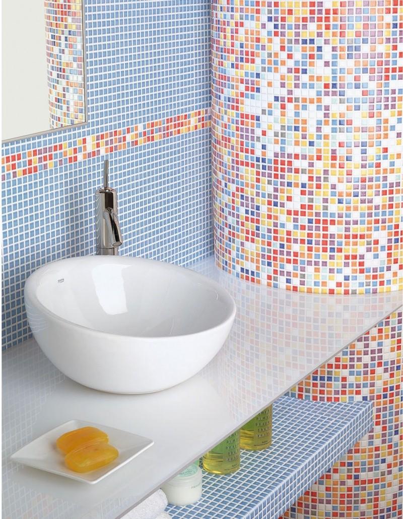 Стеклянную мозаику нельзя чистить агрессивными средствами