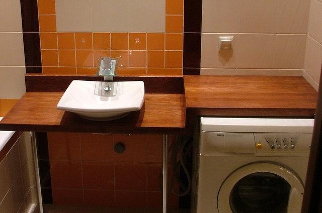 Столешница над стиральной машинкой и под раковиной