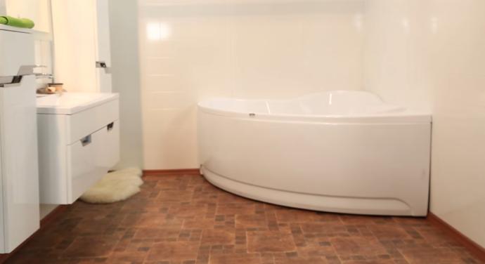 Ванна акриловая с декоративным экраном