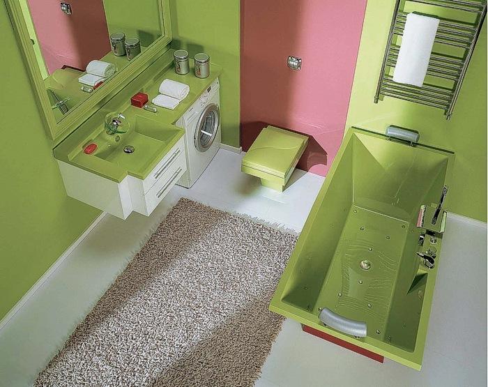 Зеленая акриловая ванна