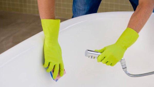 Акриловые ванны отличаются высокой стойкостью к коррозии, но уязвимы к воздействию царапин