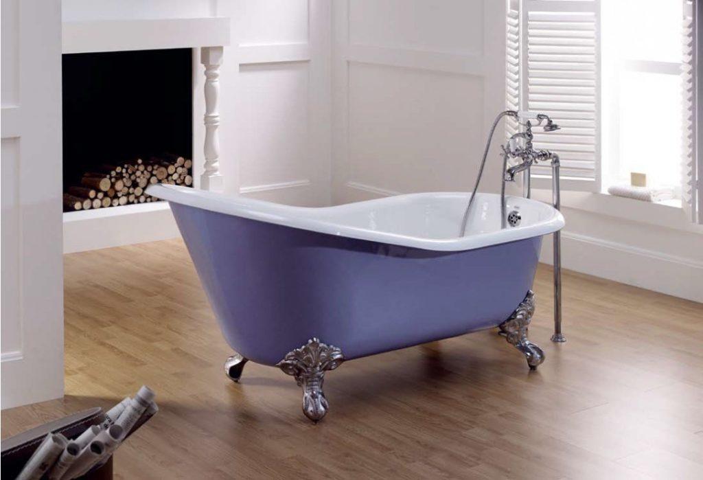 Чугунная ванна, напольный смеситель