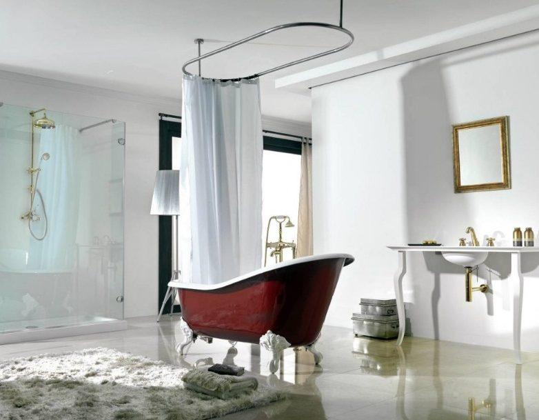 Если ванна установлена в центре комнаты, то подойти можно с любой стороны