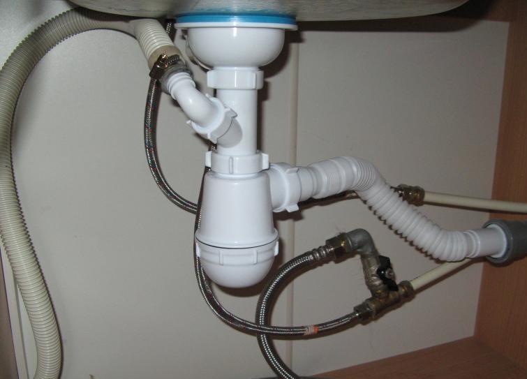 Использование сифона для подключения стиральной машины к канализации
