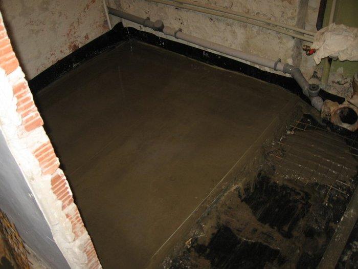 Лучше, если пол в ванной комнате будет бетонным