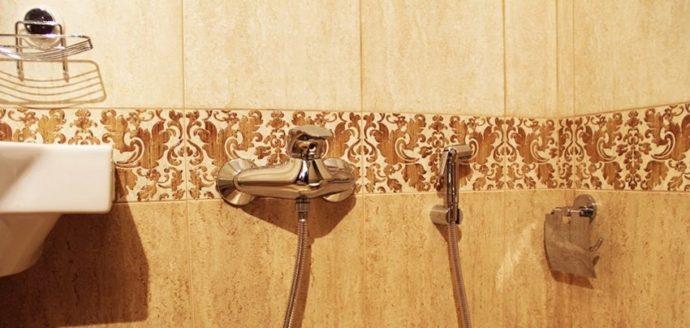 Настенный смеситель с гигиеническим душем
