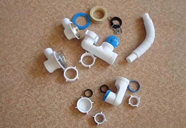 Обычный пластиковый сифон с переливом в разобранном виде