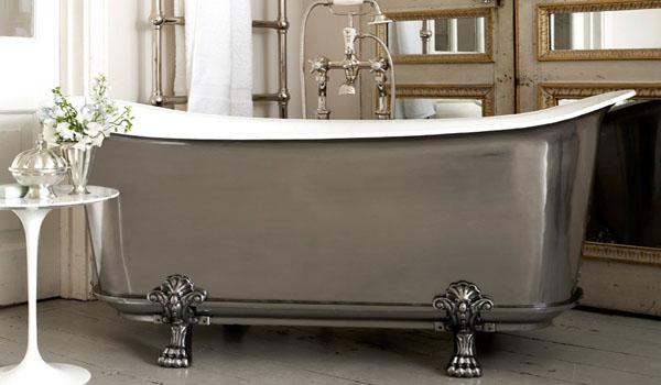 Огромная чугунная ванна