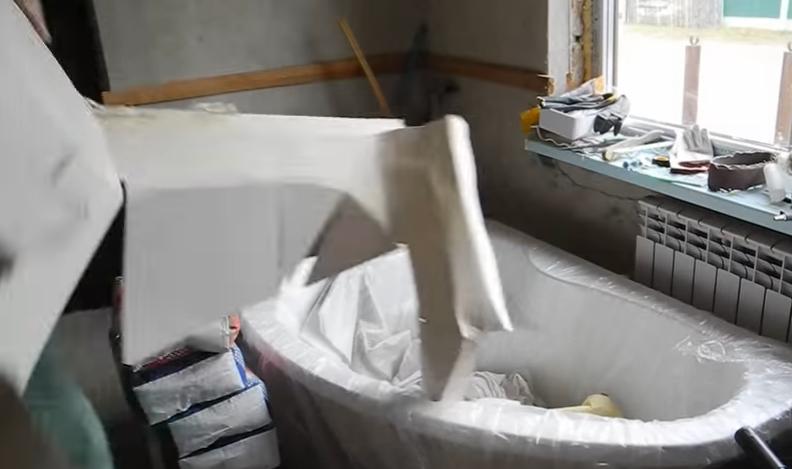 Освобождаем ванну от упаковки