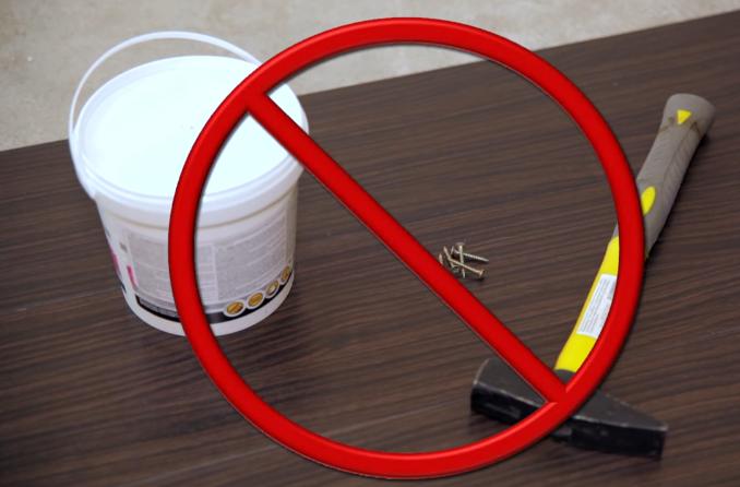Плитку не нужно крепить к полу клеем или саморезами
