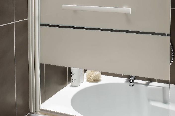 Пользуйтесь душем уже через сутки, когда подсохнет герметик