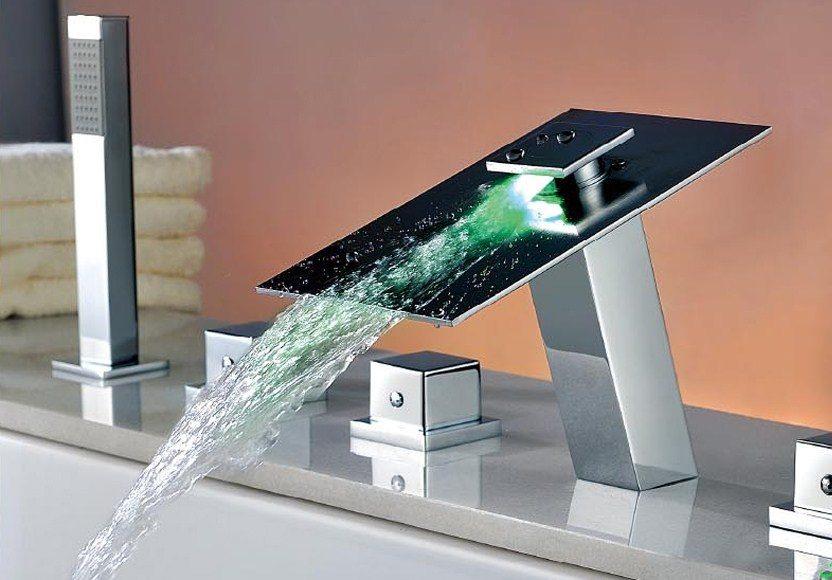 Смеситель с подсветкой на борт ванны