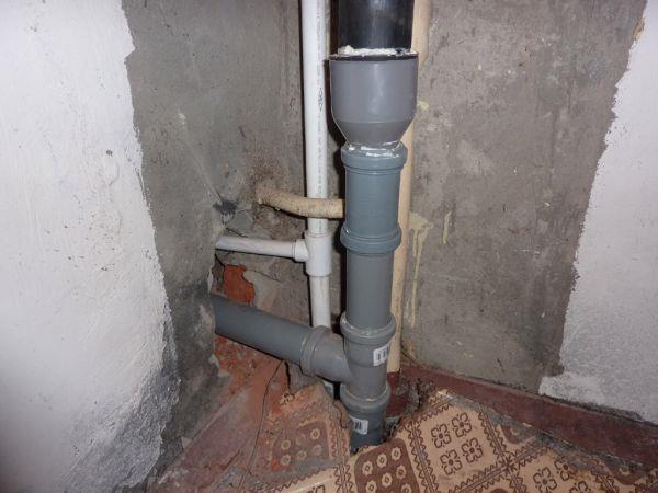 Смонтированный стояк канализации