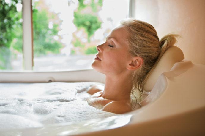 Удобный подголовник в ванне