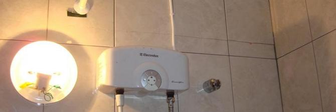 Заранее убедитесь, что стена выдержит вес водонагревателя