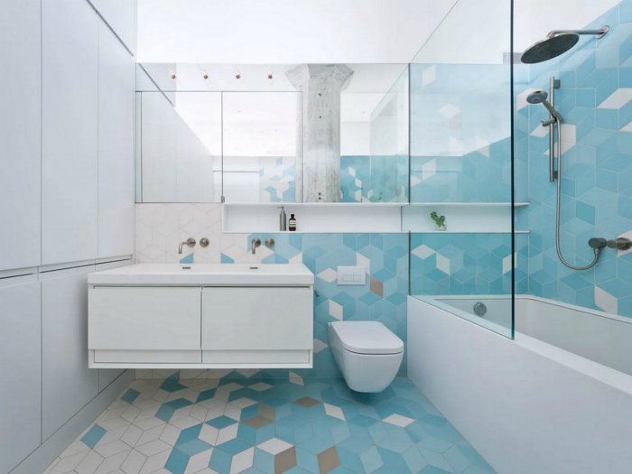 Ванная комната в холодных оттенках