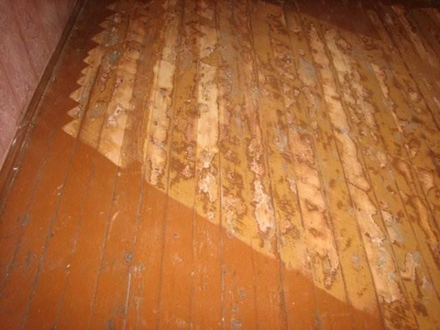 Если деревянный пол старый, нужно проверить целостность всех досок