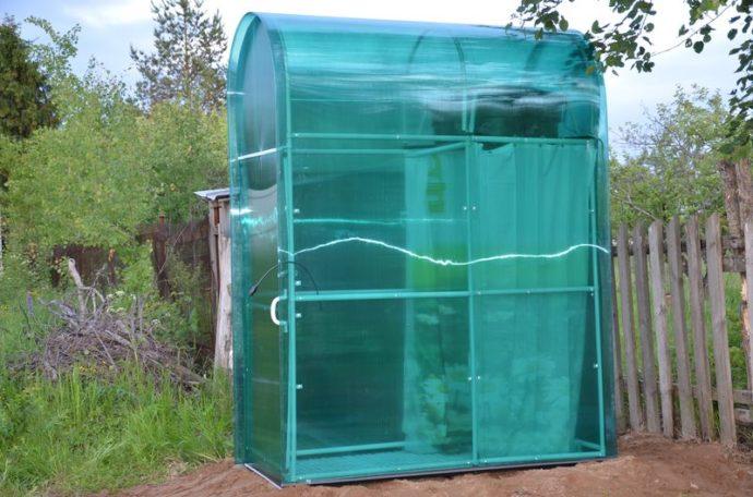 Уличный душ для использования в летнее время
