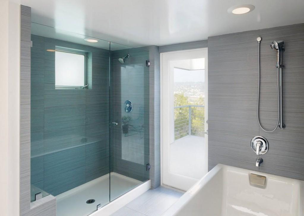 Белый натяжной потолок в ванной стиля минимализм