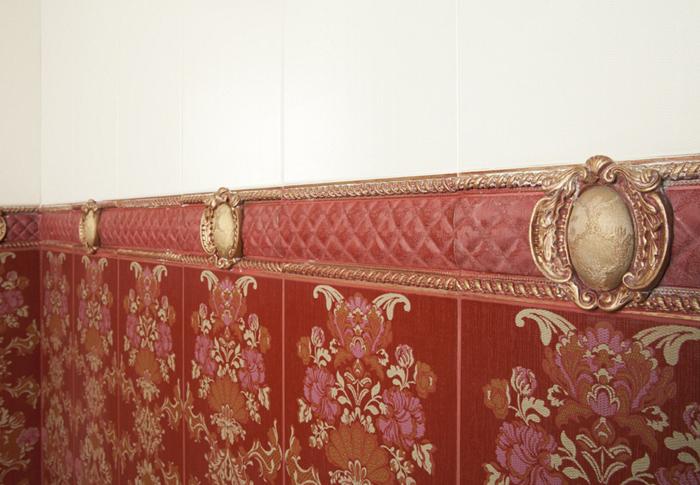 Плитка имитирует обои и текстильное полотно