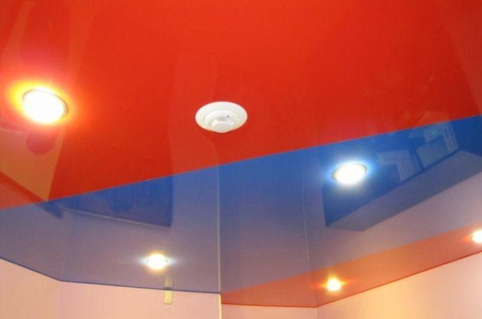 Потолок из нескольких сшитых полотен