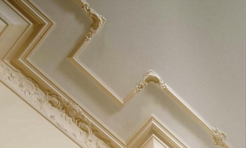 Пример оформления потолка ванной комнаты