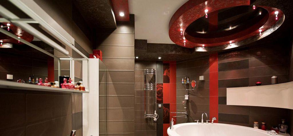 Сложный многоуровневый натяжной потолок в ванной
