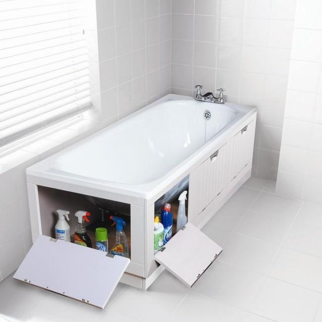 Экран под ванной с четырьмя распашными дверцами для удобного хранения чистящих и моющих средств