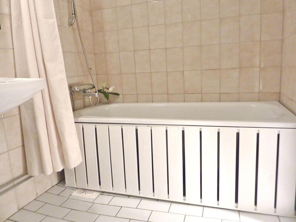 Экран под ванну решетчатый