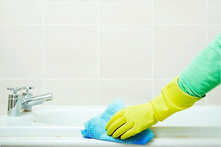Акриловые ванны запрещено чистить абразивами и жесткими щетками