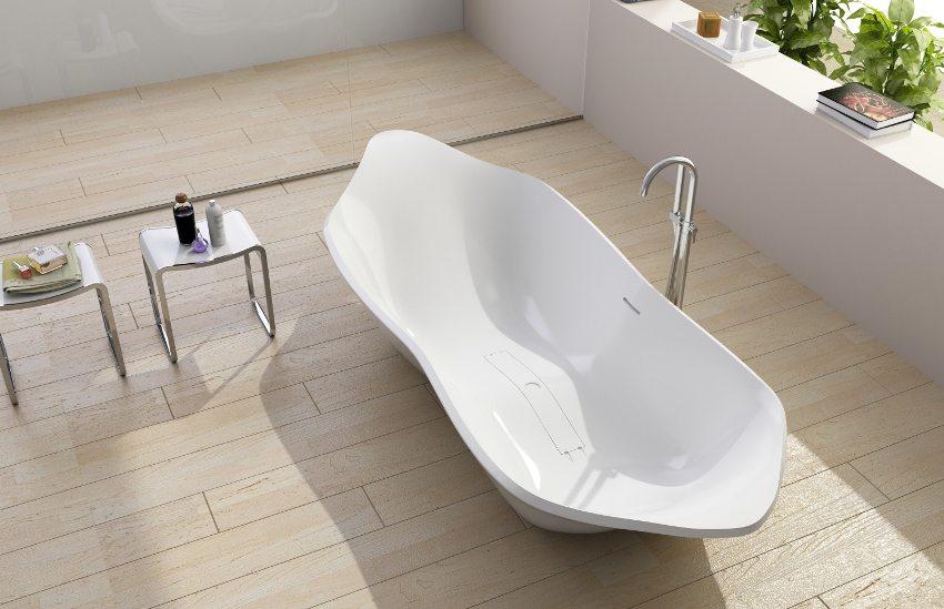 Отдельностоящая ванна сложной геометрической формы