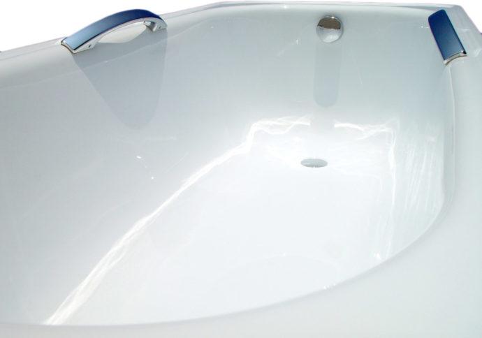 Стоит осматривать  поверхности ванны перед приобретением