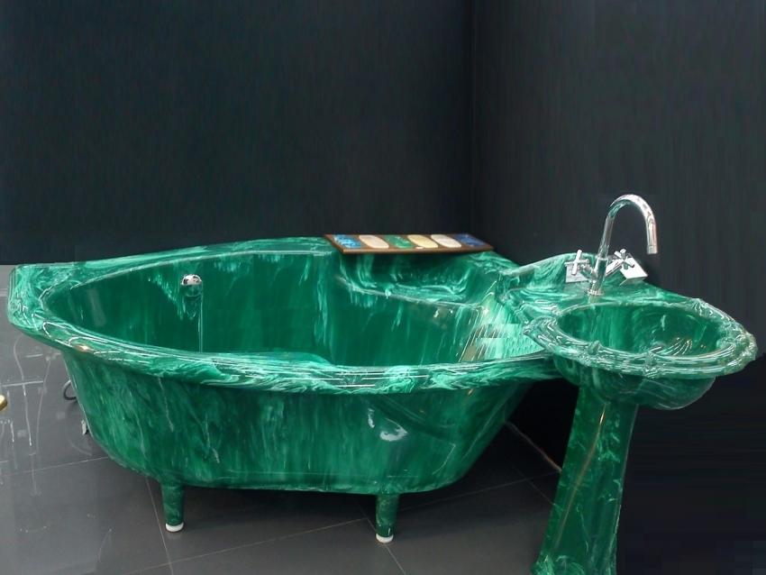 Ванна из литьевого оникса