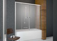 Стеклянные классические шторки в ванну