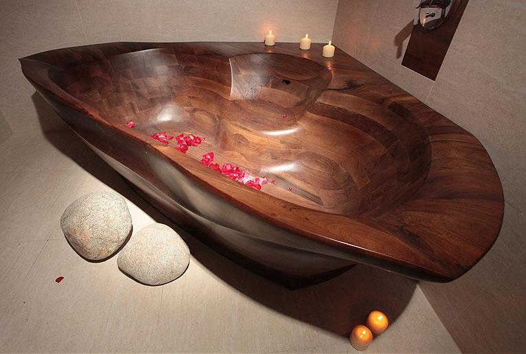 Угловая деревянная ванна