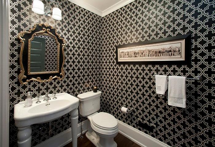 Черные стильные обои в ванной
