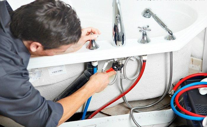 Монтаж смесителя и держателя на борт ванны